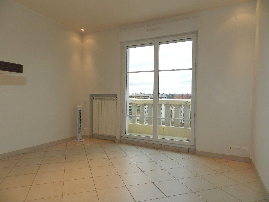 Appartement à louer 1 20.9m2 à La Varenne - Saint-Maur-des-Fossés vignette-3
