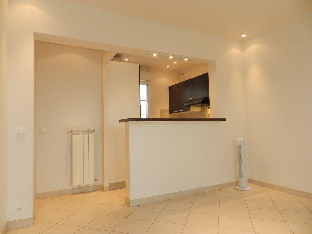 Appartement à louer 1 20.9m2 à La Varenne - Saint-Maur-des-Fossés vignette-4