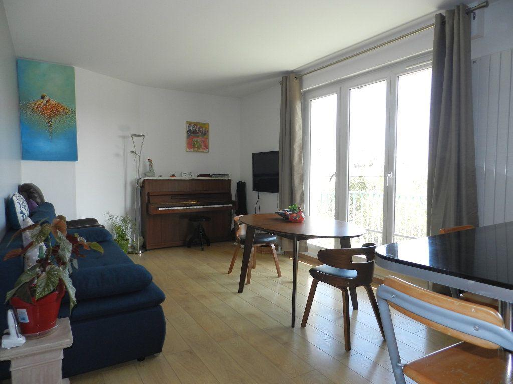 Appartement à vendre 3 61.46m2 à Saint-Maur-des-Fossés vignette-1
