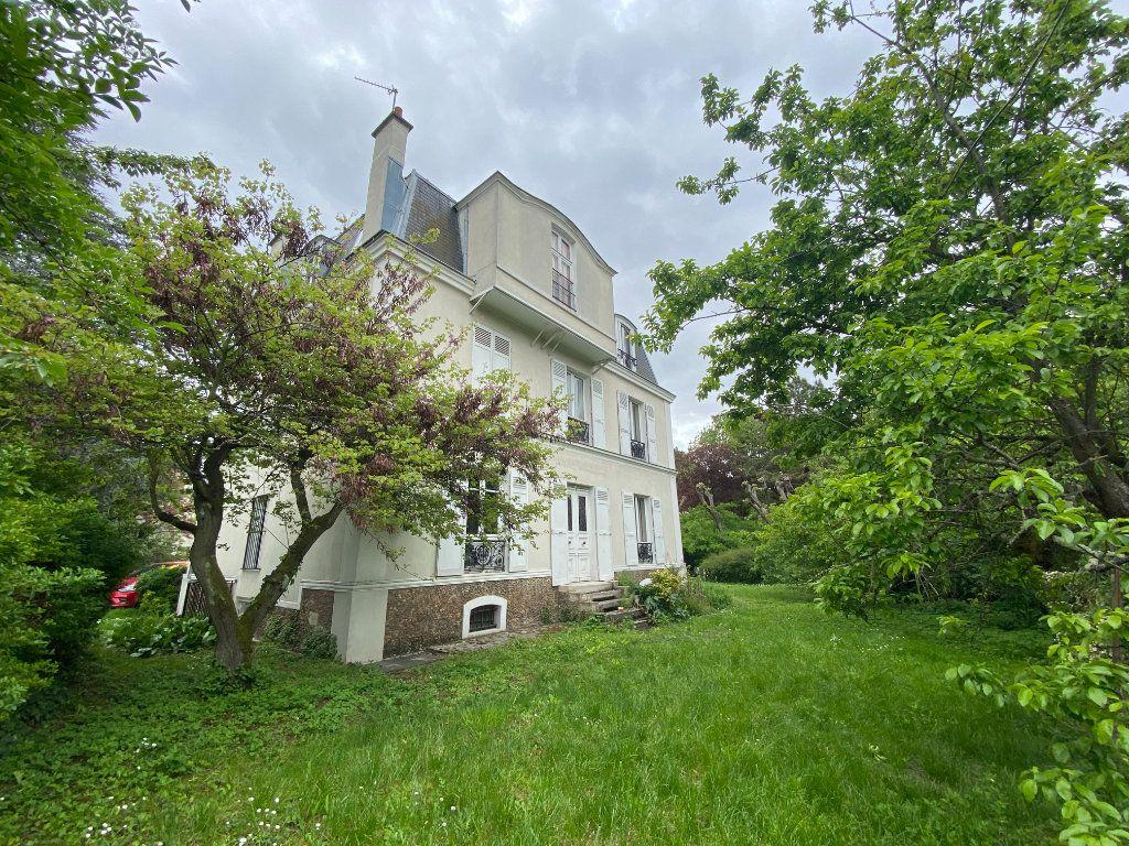 Maison à vendre 9 240m2 à Créteil vignette-3
