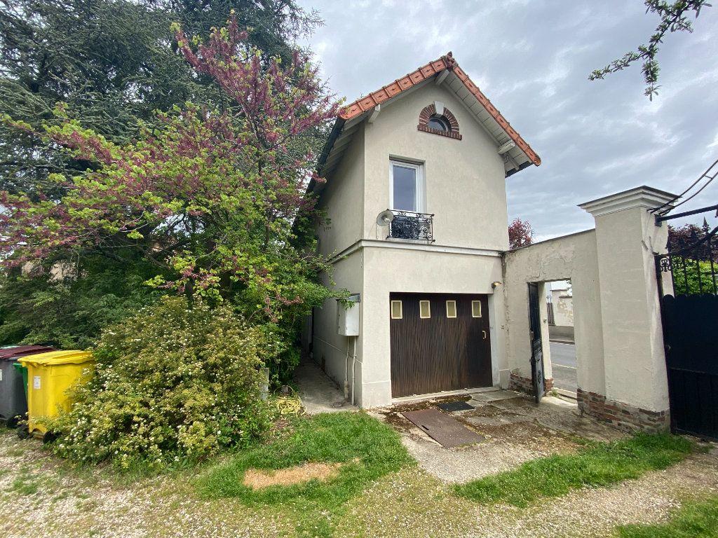 Maison à vendre 9 240m2 à Créteil vignette-5