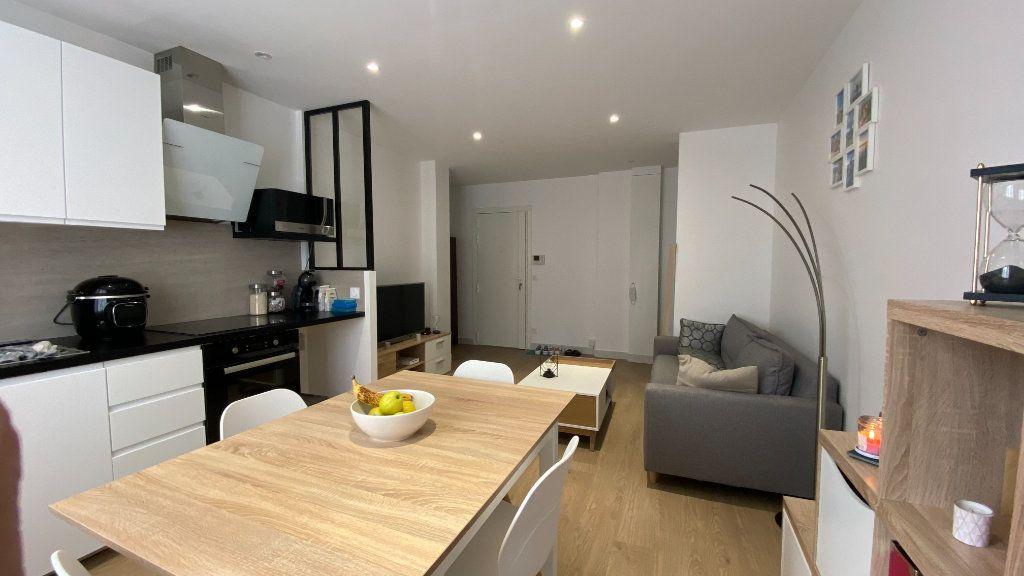 Appartement à louer 2 41.82m2 à Saint-Maur-des-Fossés vignette-2