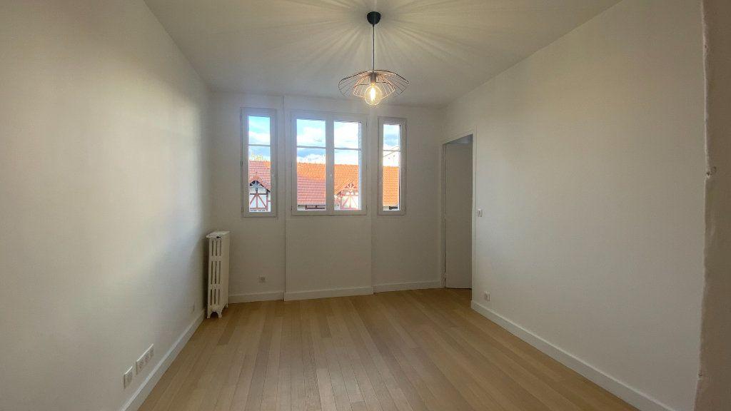 Appartement à louer 2 34.71m2 à La Varenne - Saint-Maur-des-Fossés vignette-3