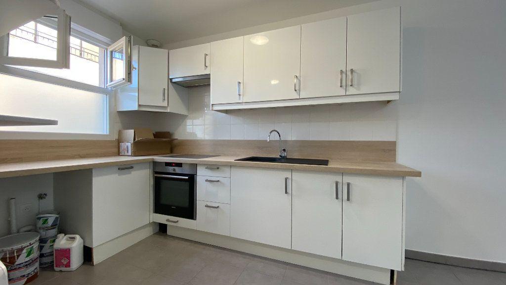 Appartement à louer 3 68.86m2 à Chennevières-sur-Marne vignette-3