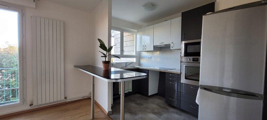 Appartement à louer 3 61m2 à Saint-Maur-des-Fossés vignette-2