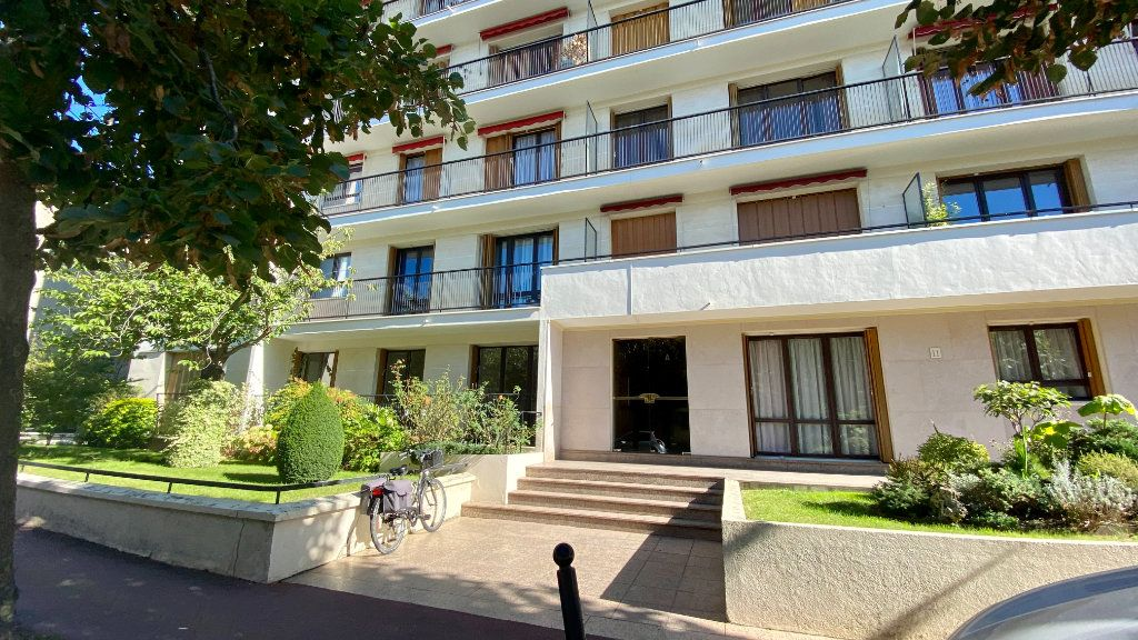 Appartement à louer 2 41.8m2 à Saint-Maur-des-Fossés vignette-1