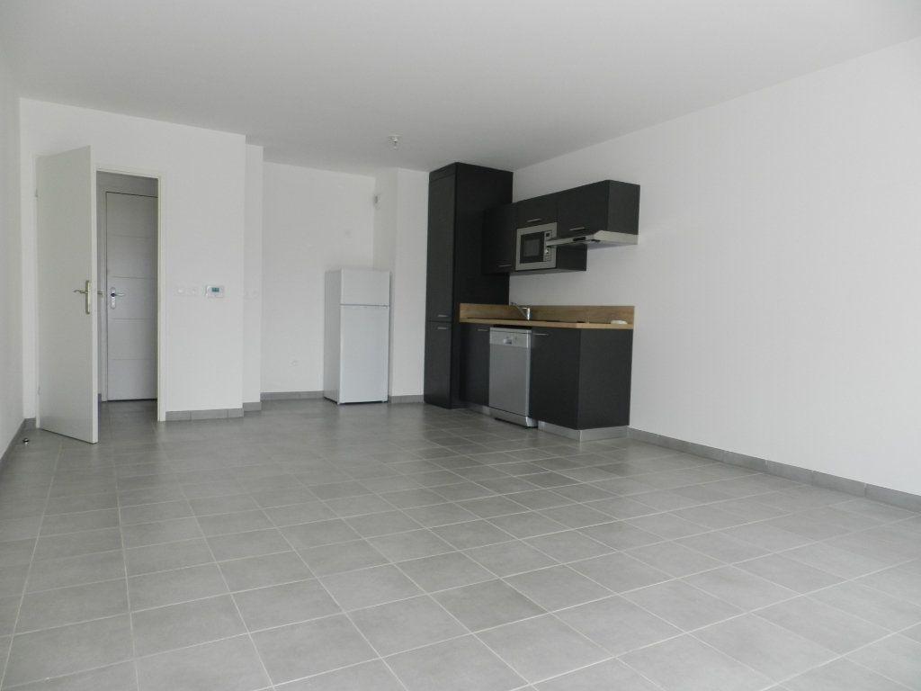 Appartement à louer 2 52.4m2 à Chennevières-sur-Marne vignette-2
