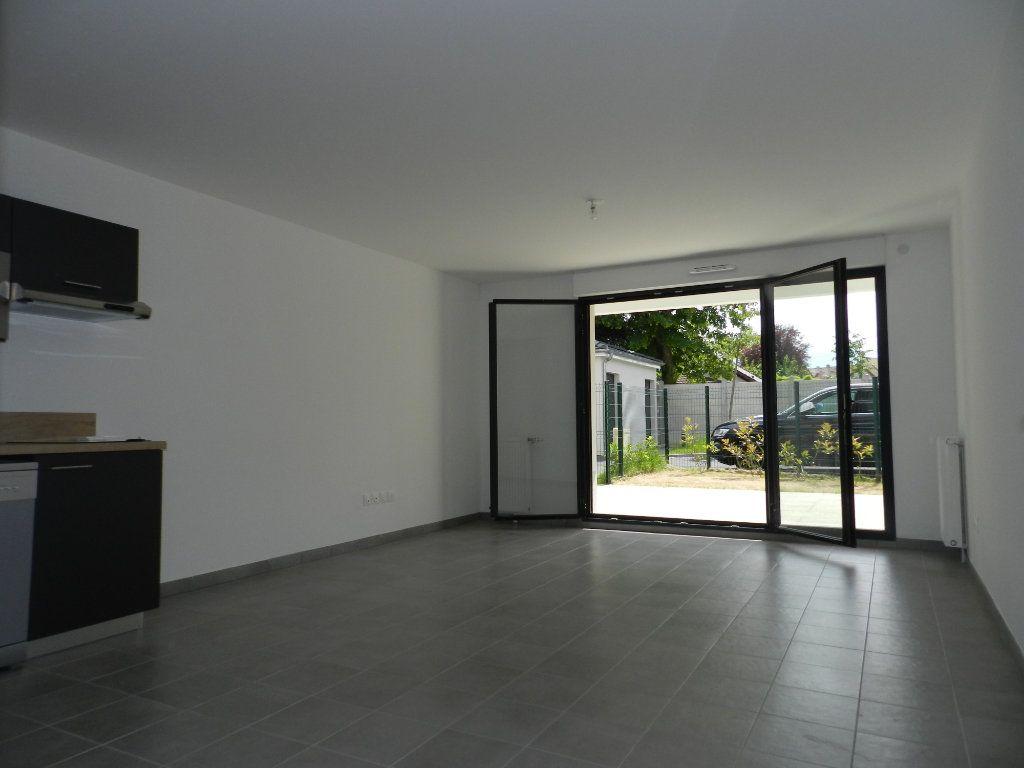 Appartement à louer 2 52.4m2 à Chennevières-sur-Marne vignette-3