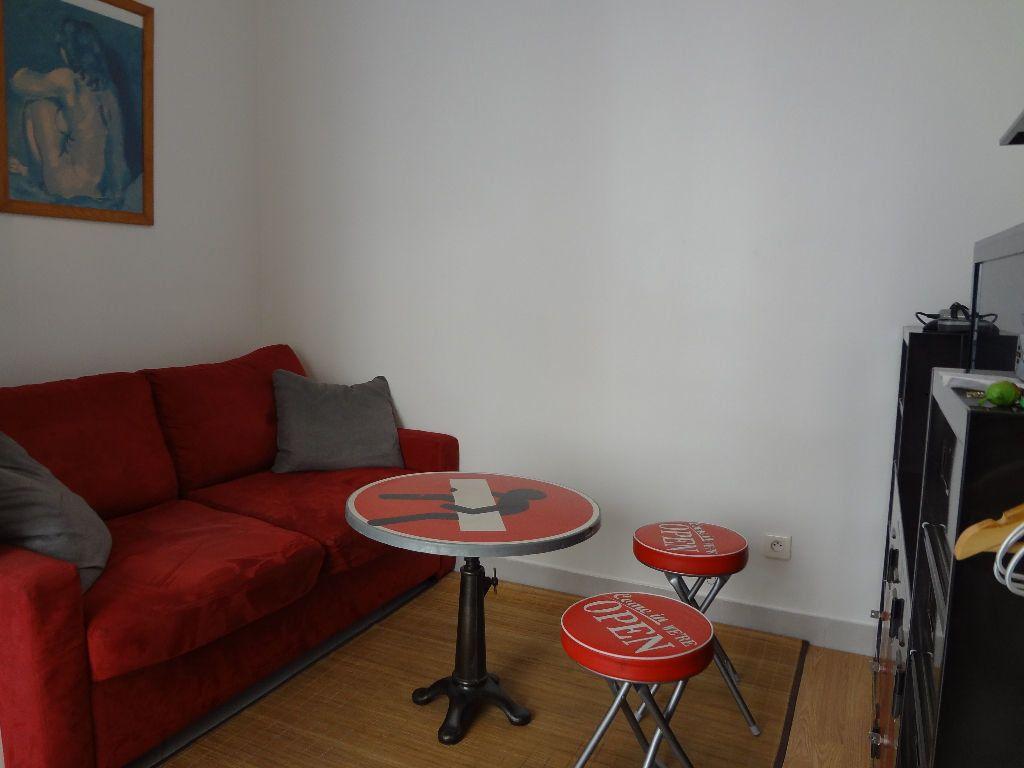 Appartement à louer 1 11.1m2 à Paris 11 vignette-1