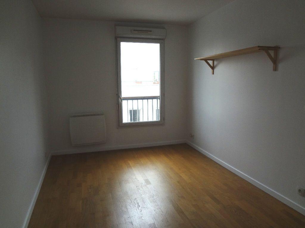 Appartement à louer 3 59.72m2 à Pantin vignette-2