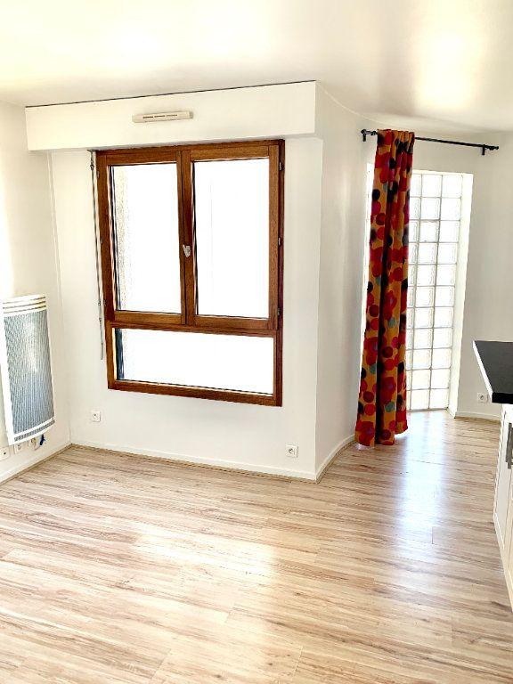 Appartement à louer 1 24.65m2 à Paris 19 vignette-1
