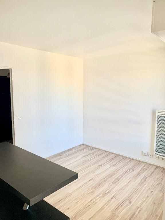 Appartement à louer 1 24.65m2 à Paris 19 vignette-2
