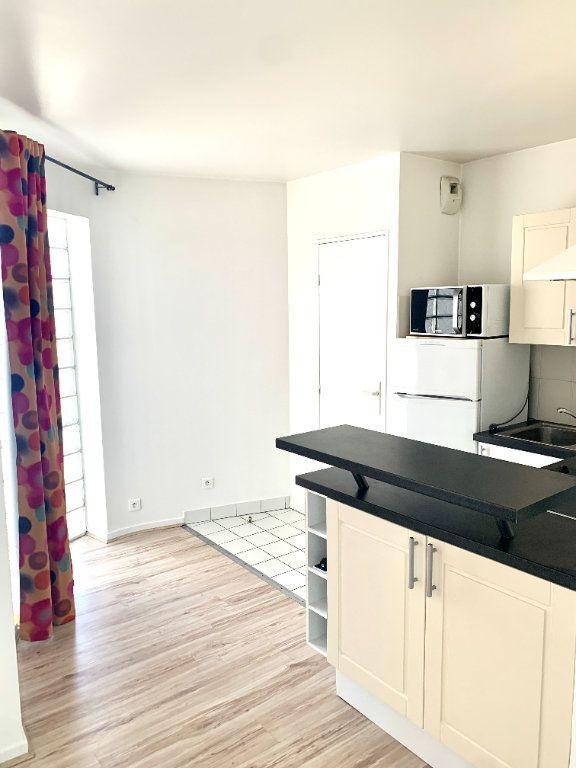 Appartement à louer 1 24.65m2 à Paris 19 vignette-3