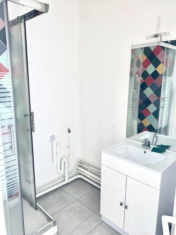 Appartement à louer 1 24.65m2 à Paris 19 vignette-5