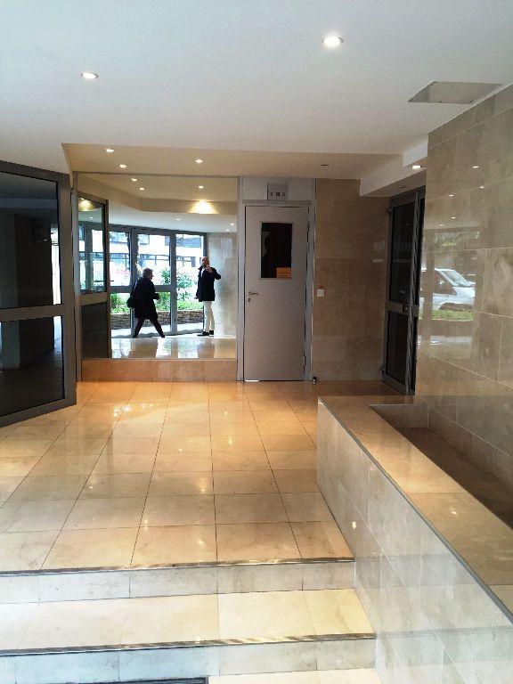 Appartement à louer 2 50.55m2 à Boulogne-Billancourt vignette-1
