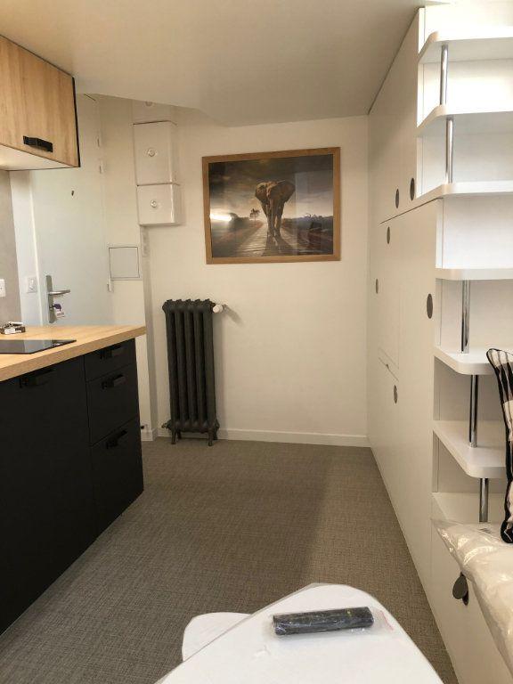 Appartement à louer 1 9.47m2 à Paris 16 vignette-1