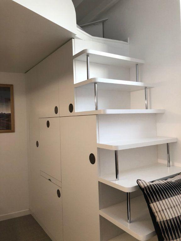 Appartement à louer 1 9.47m2 à Paris 16 vignette-2