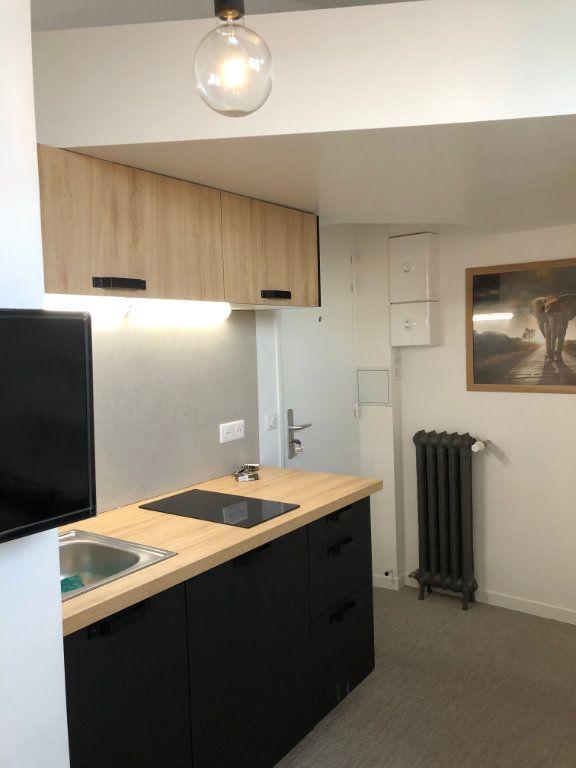 Appartement à louer 1 9.47m2 à Paris 16 vignette-7