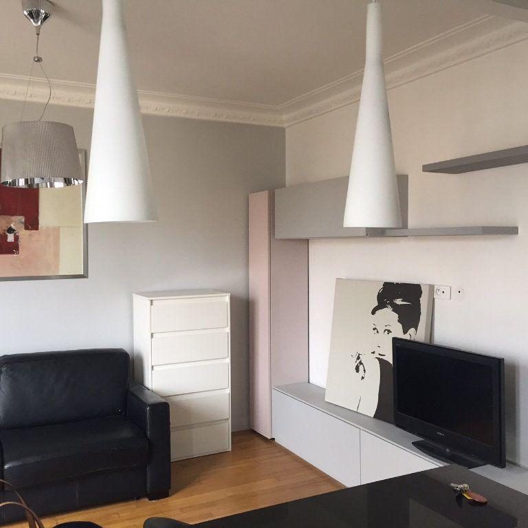 Appartement à louer 1 26m2 à Paris 17 vignette-1