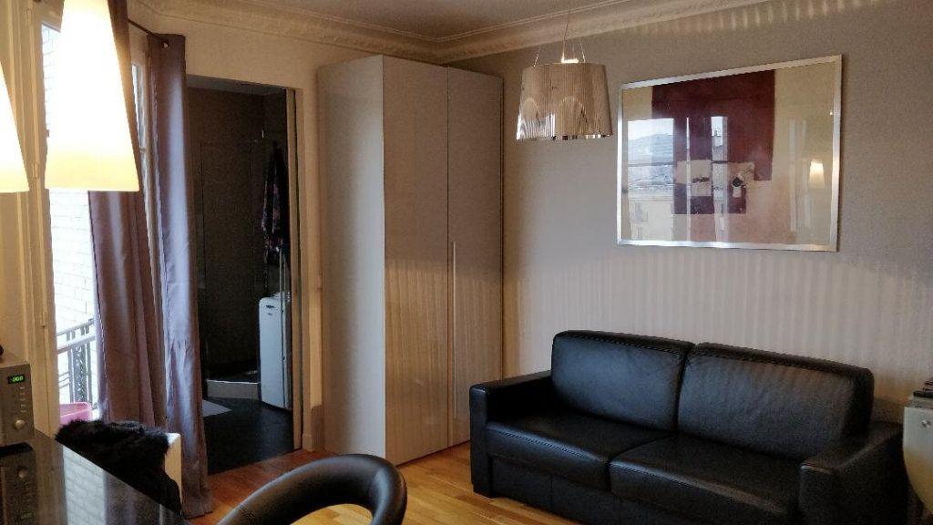 Appartement à louer 1 26m2 à Paris 17 vignette-2