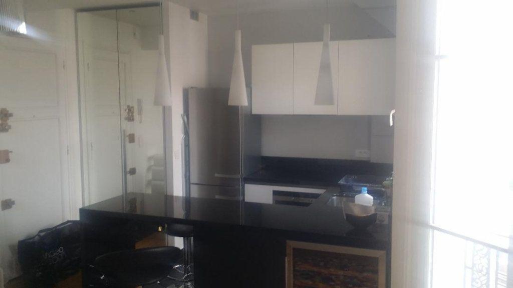 Appartement à louer 1 26m2 à Paris 17 vignette-3
