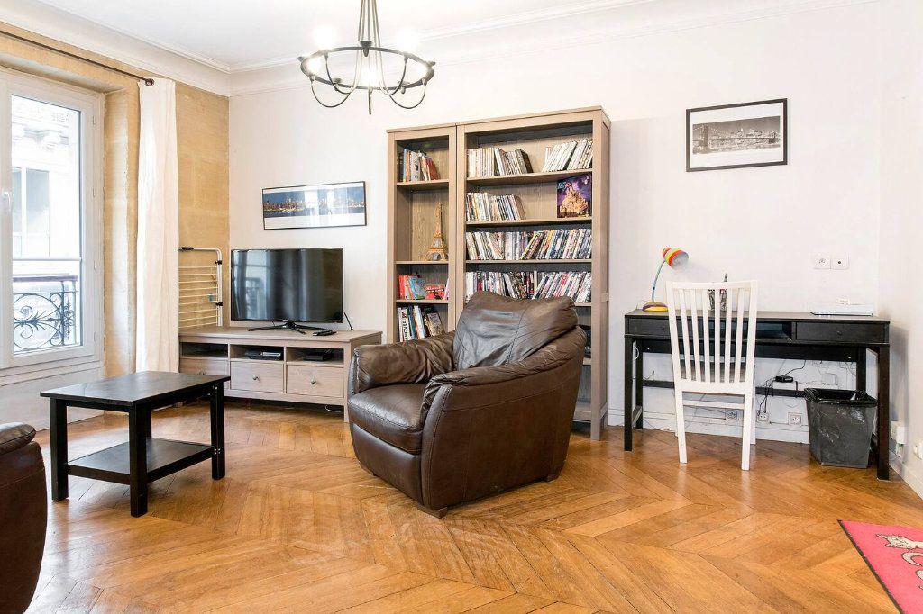 Appartement à louer 3 70.5m2 à Paris 10 vignette-3