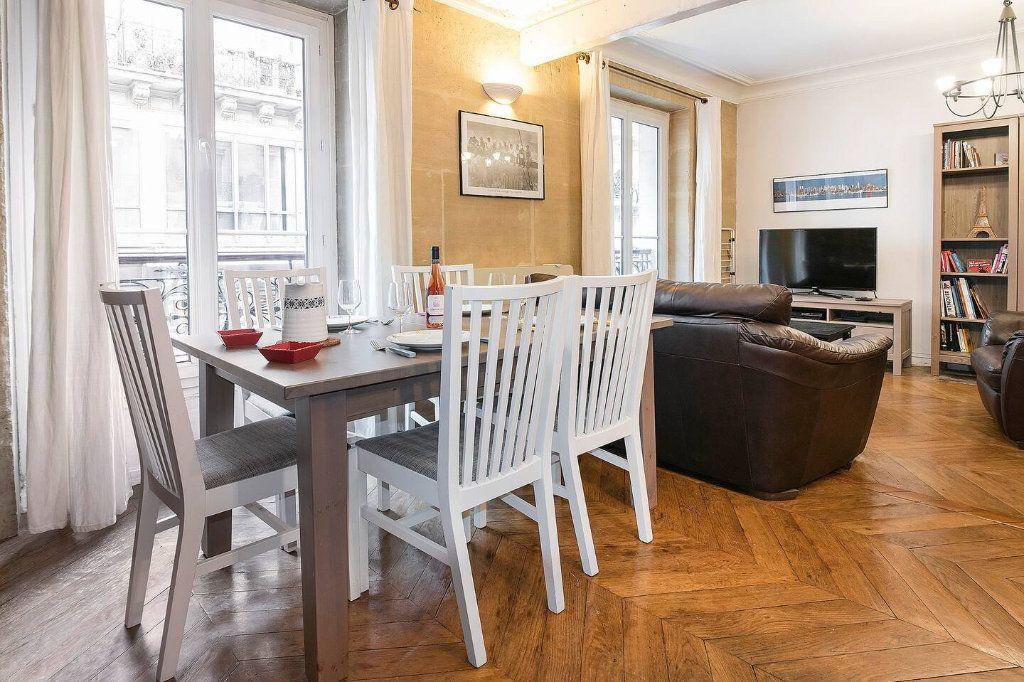 Appartement à louer 3 70.5m2 à Paris 10 vignette-8