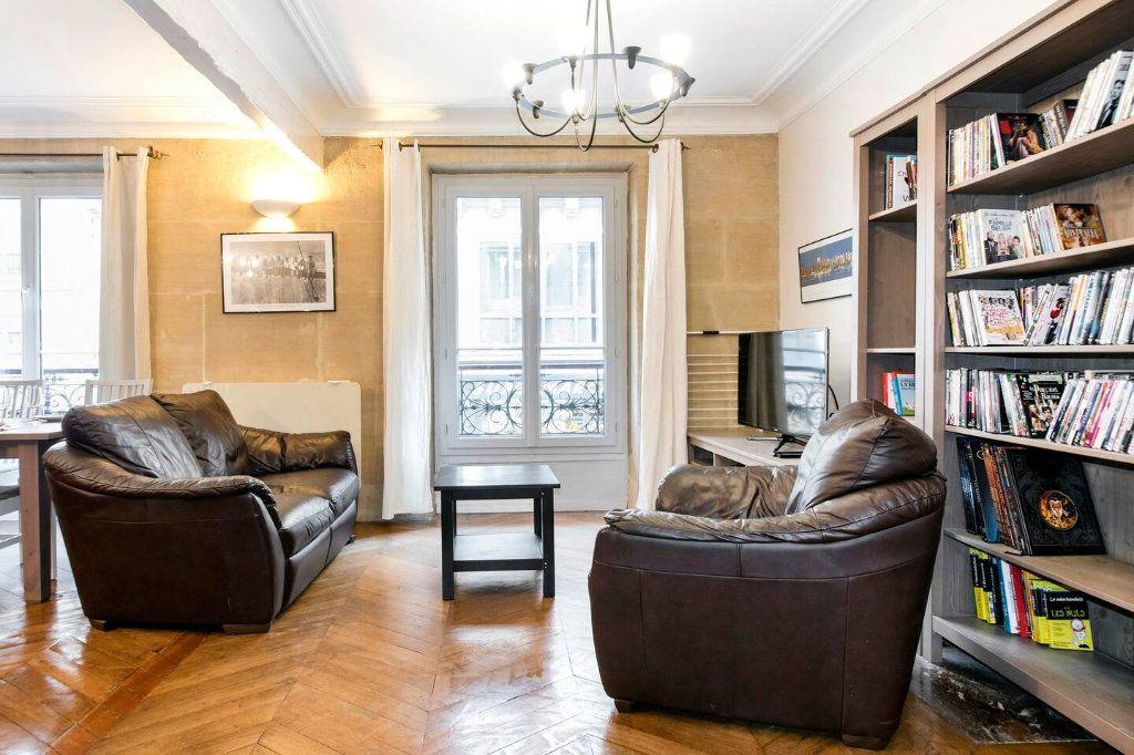 Appartement à louer 3 70.5m2 à Paris 10 vignette-9