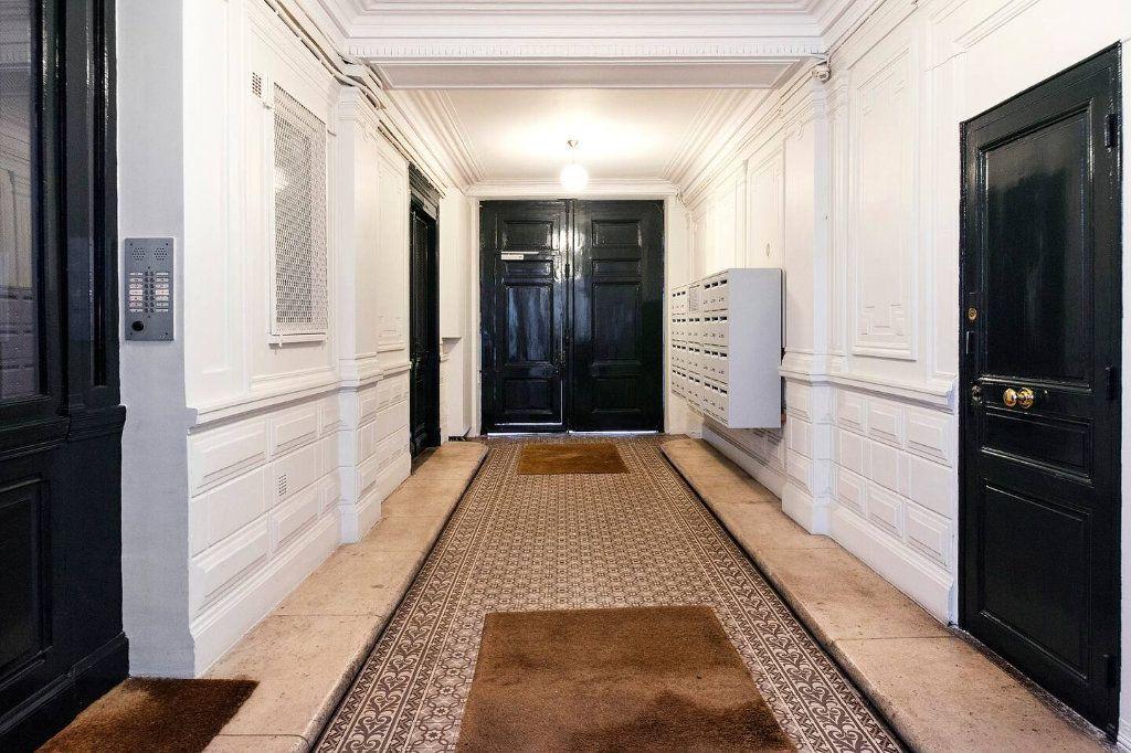 Appartement à louer 3 70.5m2 à Paris 10 vignette-13