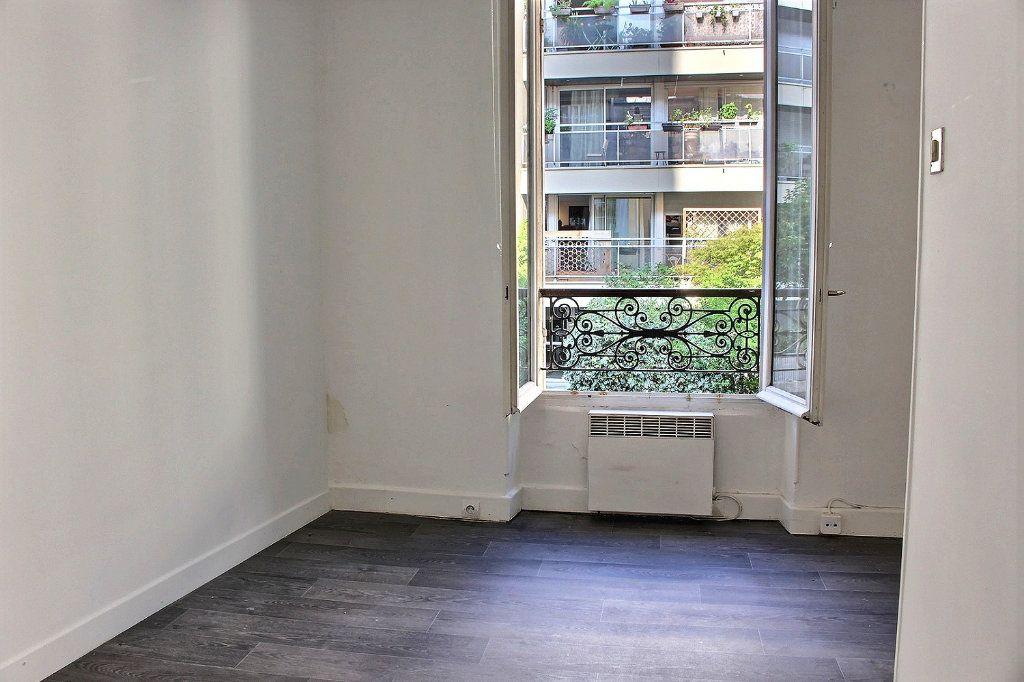 Appartement à vendre 2 24m2 à Paris 19 vignette-1