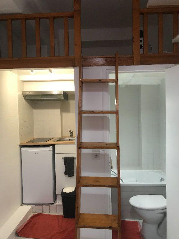 Appartement à louer 1 10.5m2 à Paris 11 vignette-1