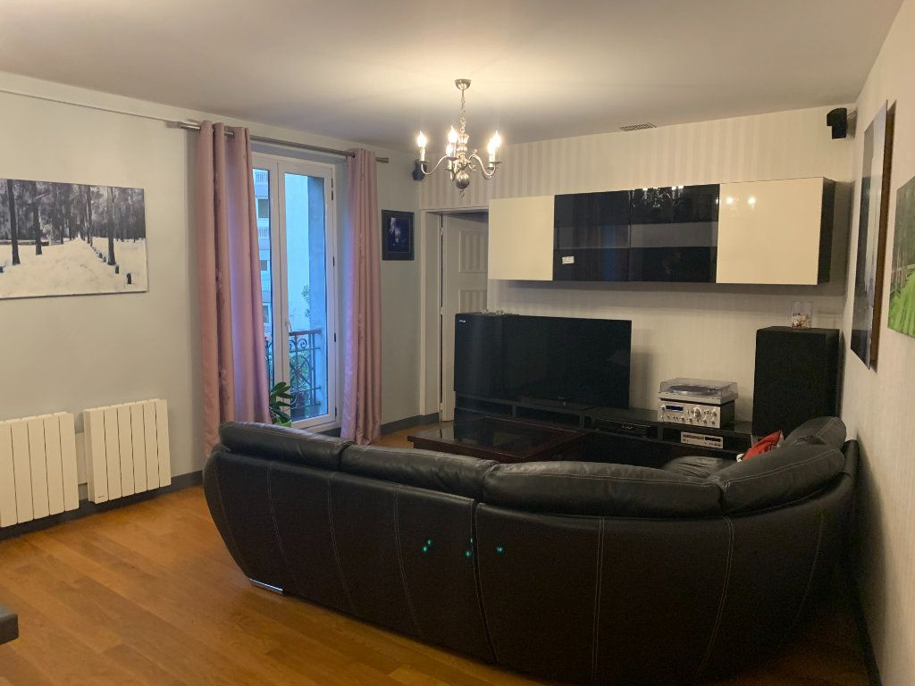 Appartement à louer 2 51.67m2 à Paris 10 vignette-2