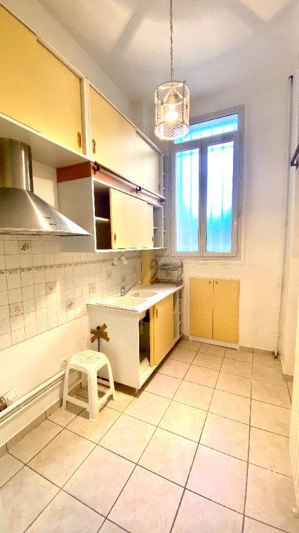 Appartement à louer 2 39m2 à Paris 19 vignette-4
