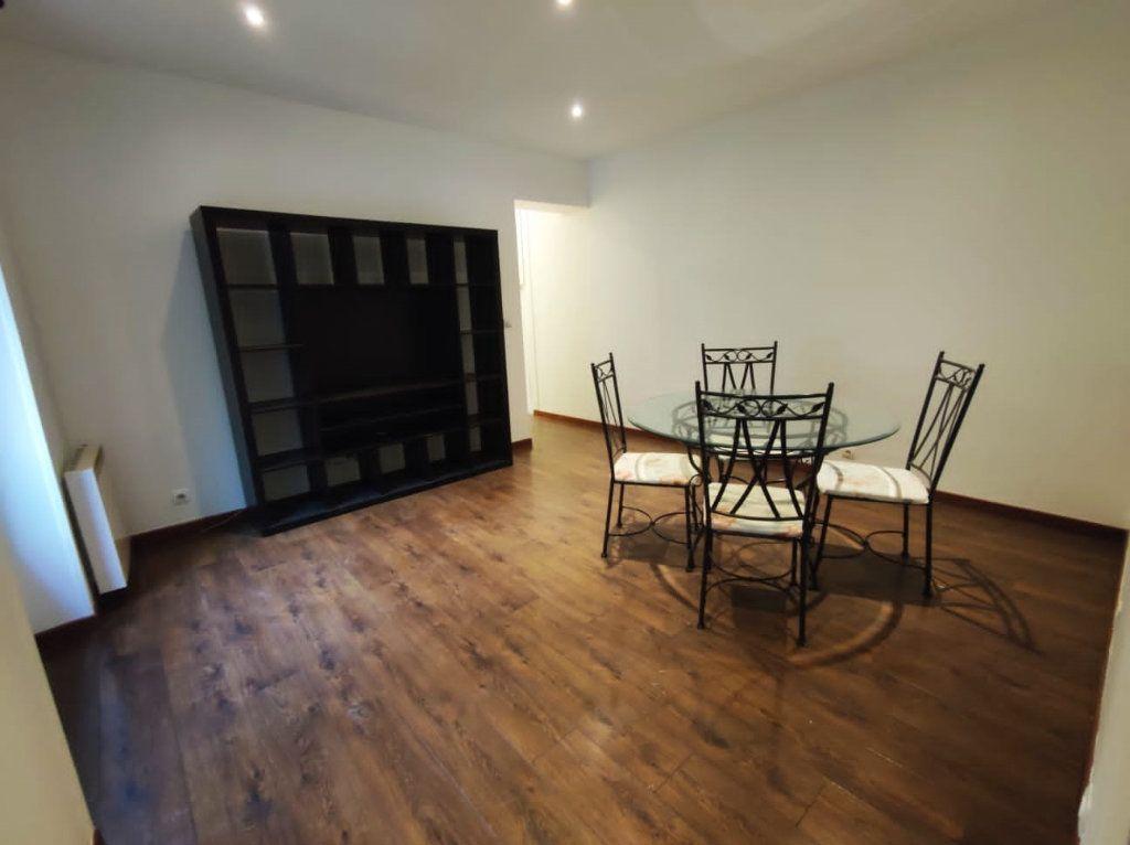 Appartement à louer 2 35.78m2 à Paris 19 vignette-2