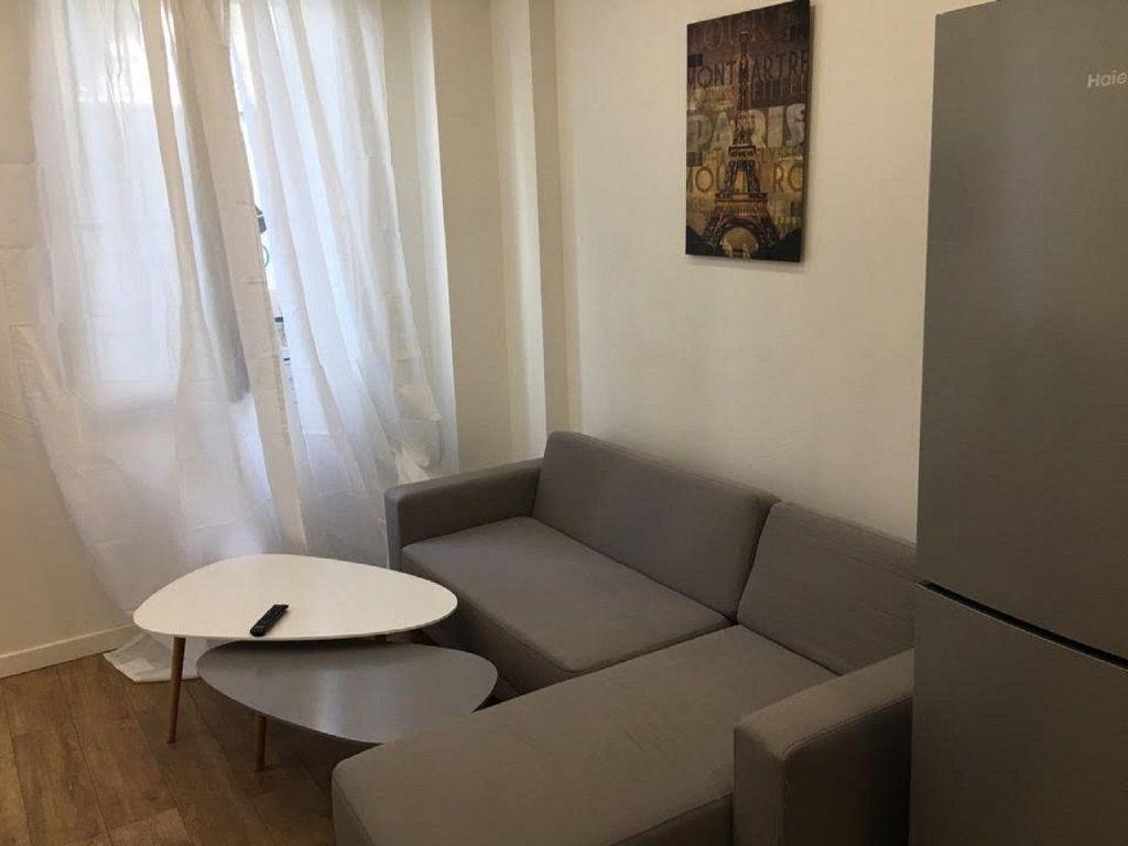 Appartement à louer 2 41.52m2 à Paris 18 vignette-4