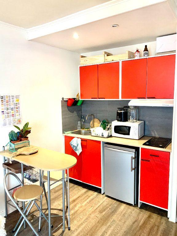 Appartement à louer 1 18.92m2 à Paris 20 vignette-3