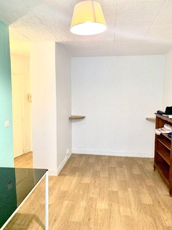 Appartement à louer 1 19.07m2 à Paris 19 vignette-4