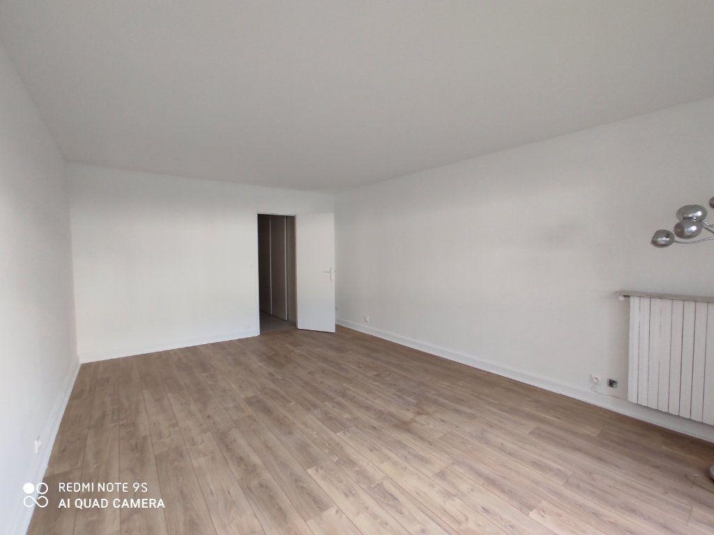 Appartement à louer 1 31.78m2 à Paris 9 vignette-3