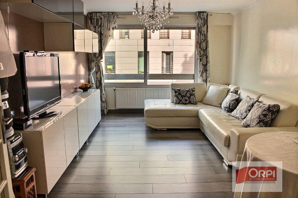 Appartement à vendre 3 72.6m2 à Paris 19 vignette-1