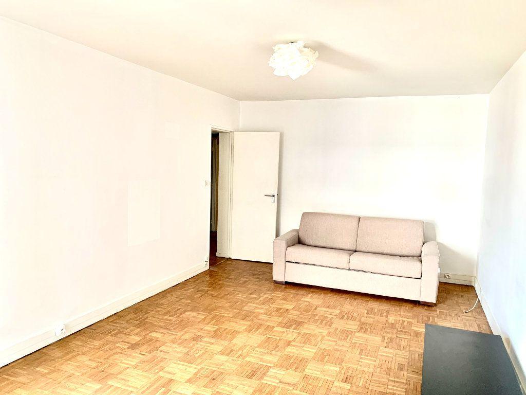 Appartement à louer 2 46.51m2 à Paris 20 vignette-2