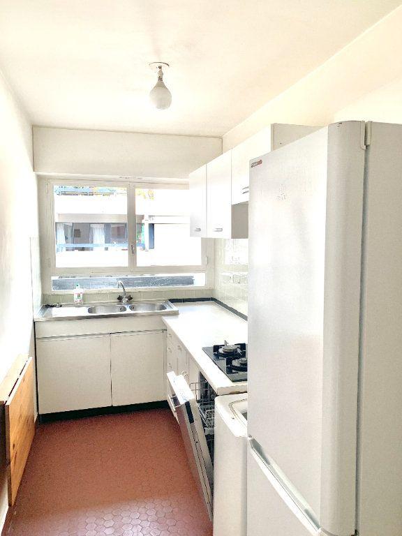 Appartement à louer 2 46.51m2 à Paris 20 vignette-4