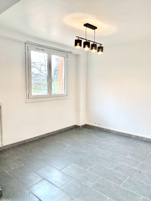 Appartement à louer 2 43m2 à Paris 20 vignette-2