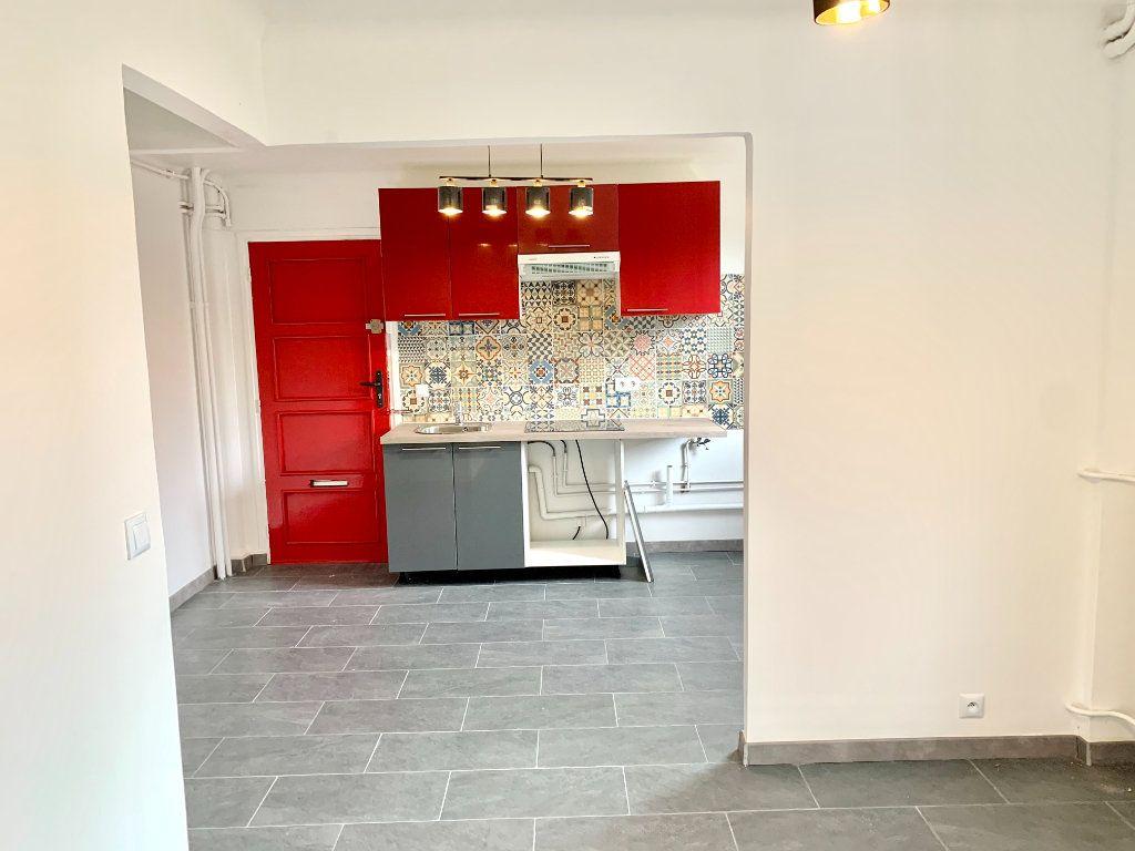 Appartement à louer 2 43m2 à Paris 20 vignette-3