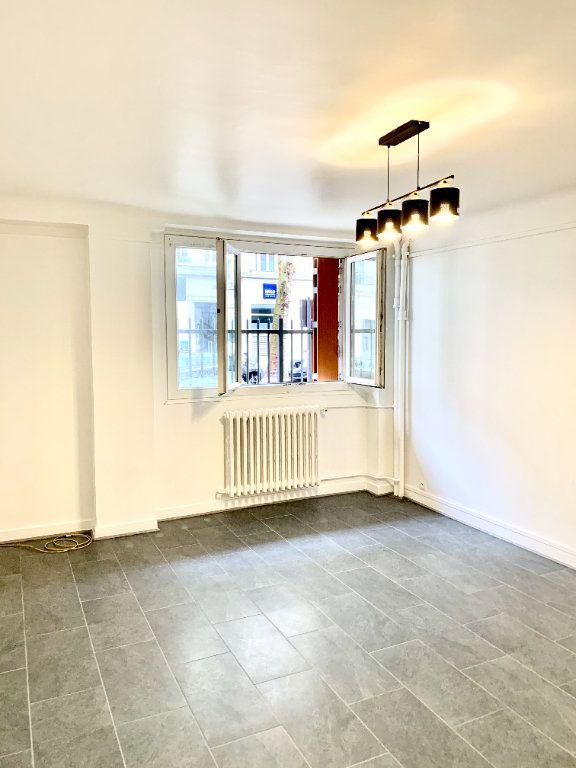 Appartement à louer 2 43m2 à Paris 20 vignette-4