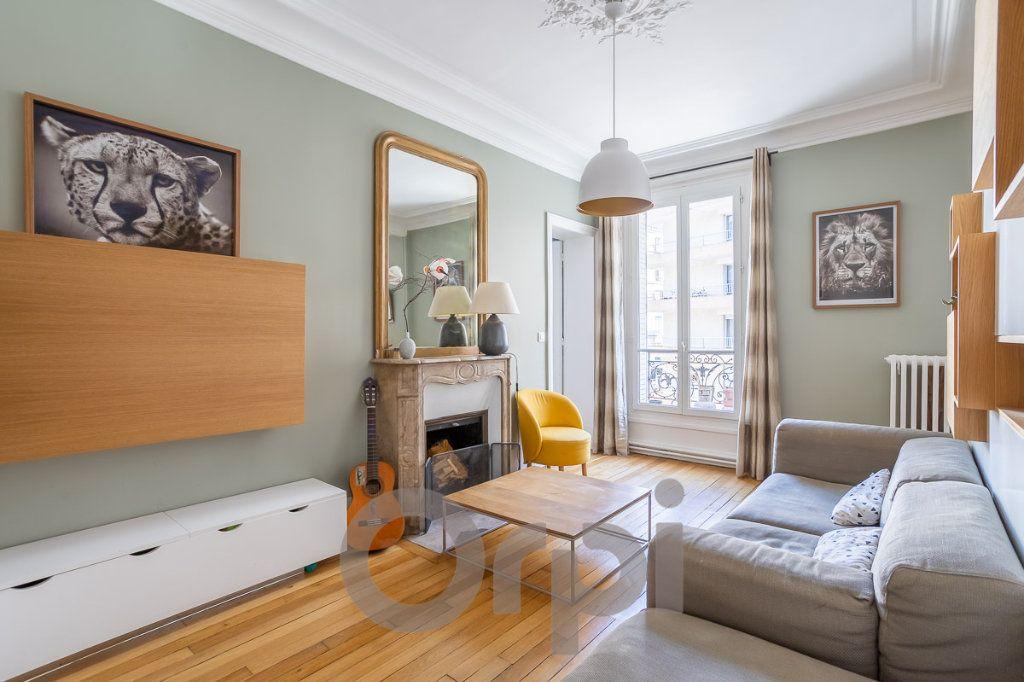 Appartement à vendre 4 73m2 à Paris 19 vignette-1