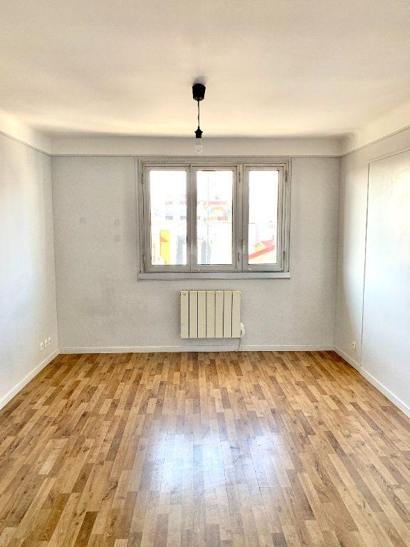 Appartement à louer 3 56.01m2 à Asnières-sur-Seine vignette-1
