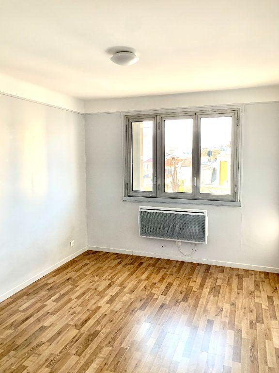 Appartement à louer 3 56.01m2 à Asnières-sur-Seine vignette-3