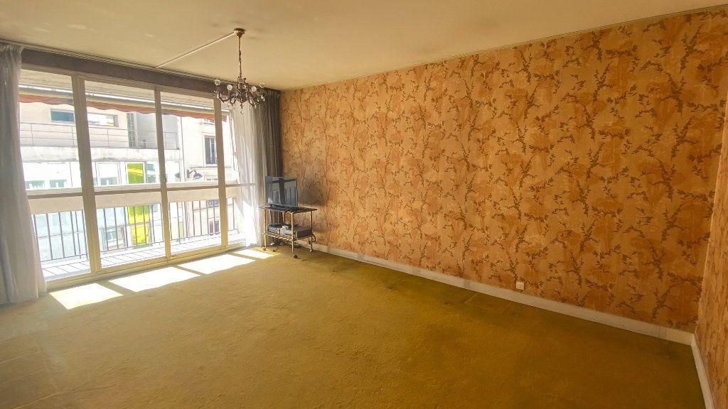 Appartement à vendre 3 69m2 à Paris 19 vignette-2