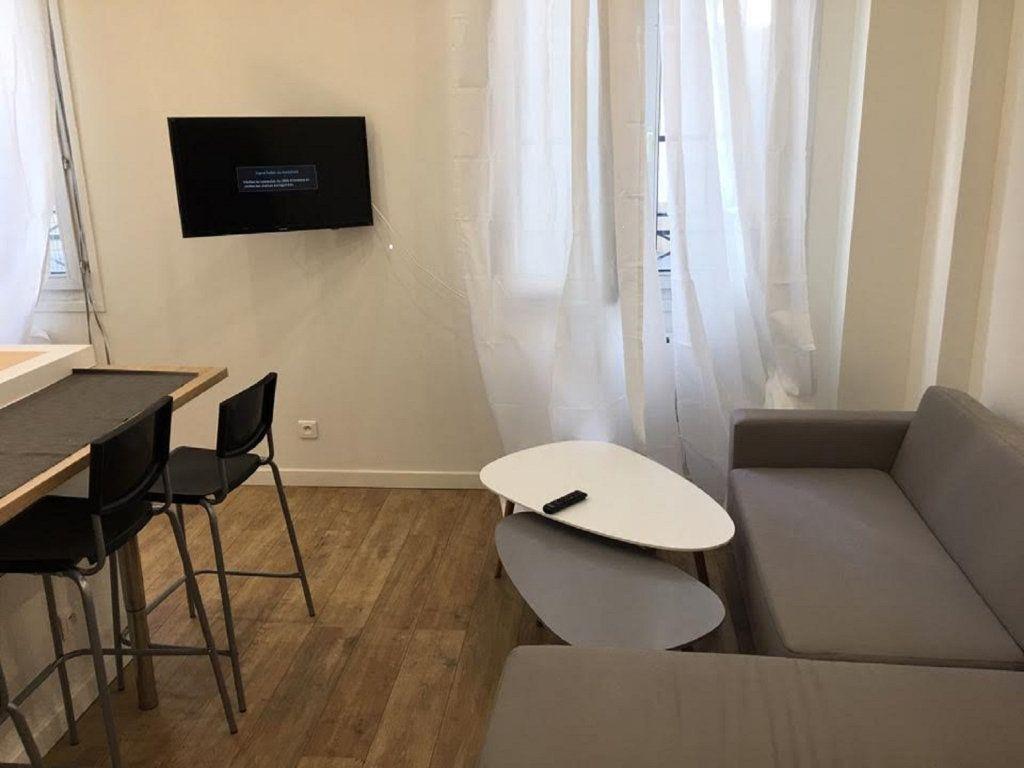 Appartement à vendre 2 42m2 à Paris 18 vignette-1