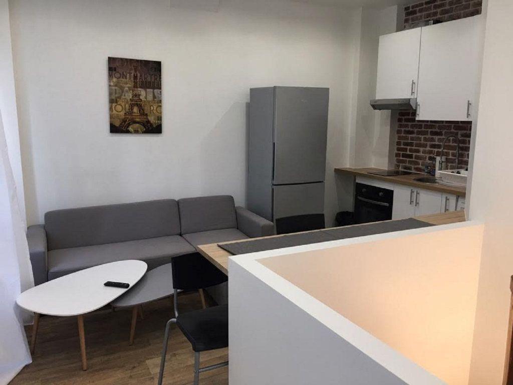 Appartement à vendre 2 42m2 à Paris 18 vignette-2